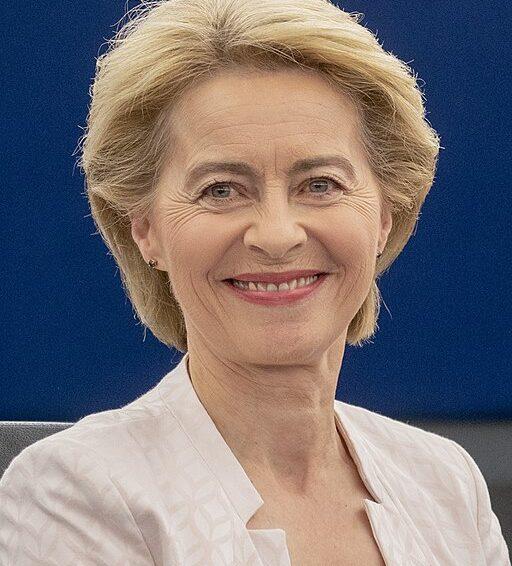 Ursula von der Leyen håller presskonferens