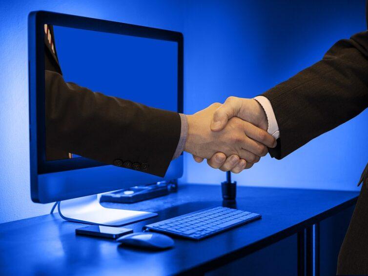 Hur kan EU-lagstiftning skydda konsumenter, bekämpa desinformation och värna om yttrandefriheten på nätet?